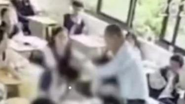 浙江一初中老师连扇女生数个耳光 头皮和脸都打肿了