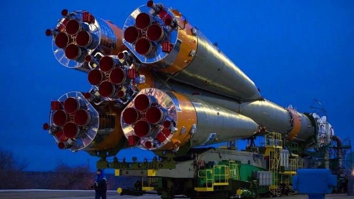 豪横!刚造好的火箭如何运到发射台的?这场面真是太壮观了!