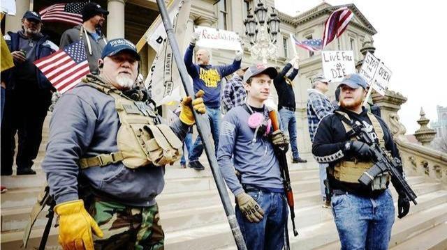 """美媒揭露美国警察对待不同抗议群体的""""双标""""行为"""