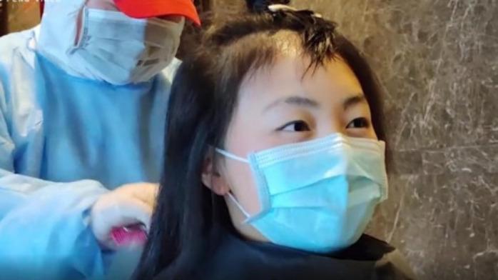 蒋晓峰武汉日记:剃光头作秀?被利用?女医护自己这样说