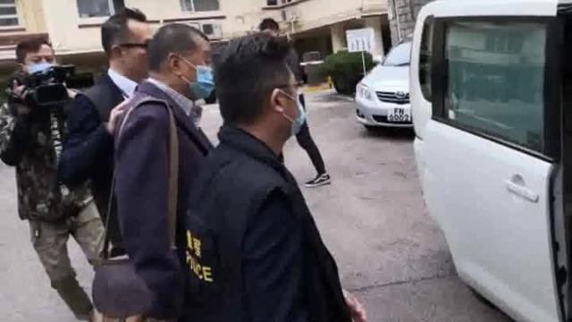 现场:乱港分子黎智英28日一早在家中被港警拘捕