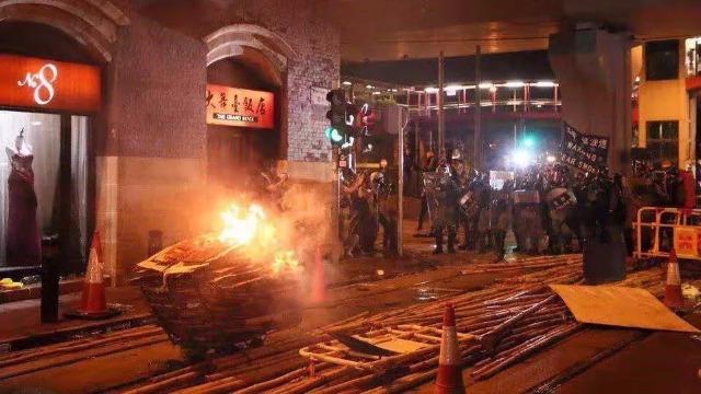 胡锡进:香港似乎还要乱一阵 国家也不用着急