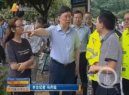 ▲乐山当地媒体报道彭琳调研乐山防汛工作。乐山电视台视频截屏