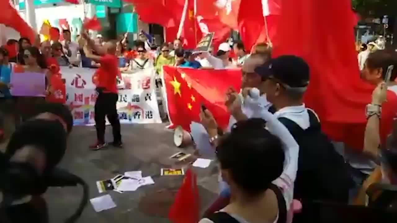香港市民向暴徒发出怒吼:这是中国 不容你们肆意妄为!