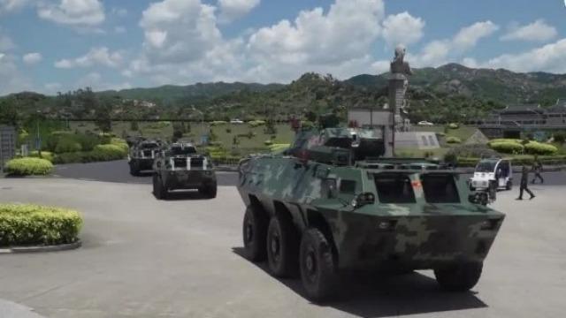 威武!近距离感受在深圳集结的大批武警车队