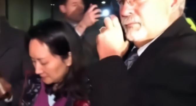 凤凰专报|加拿大法院公开孟晚舟被捕视频