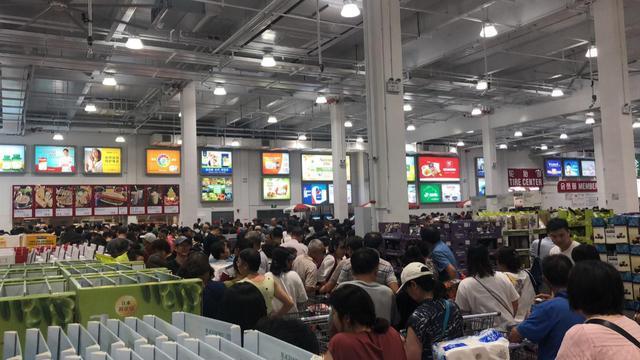 美国超市Costco登陆上海首日人潮汹涌 被迫停业
