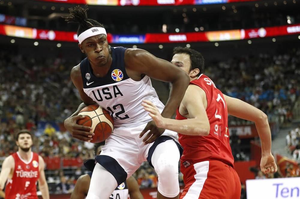 美国男篮加时1分险胜 对手最后4罚0中葬送胜利