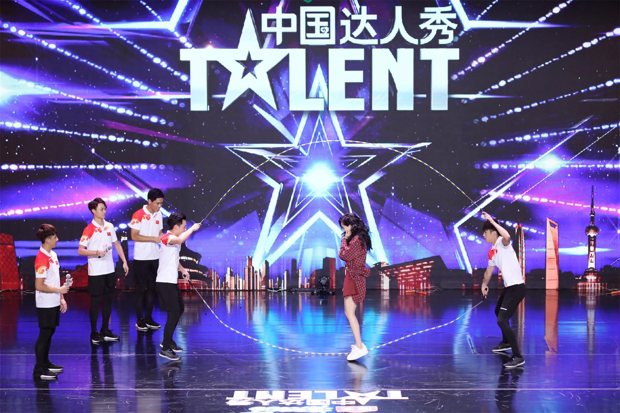 香港花式跳绳团体诠释青年面貌倒立打击乐输出中国文化