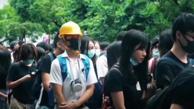 示威者呼吁英美解放香港?荒唐!