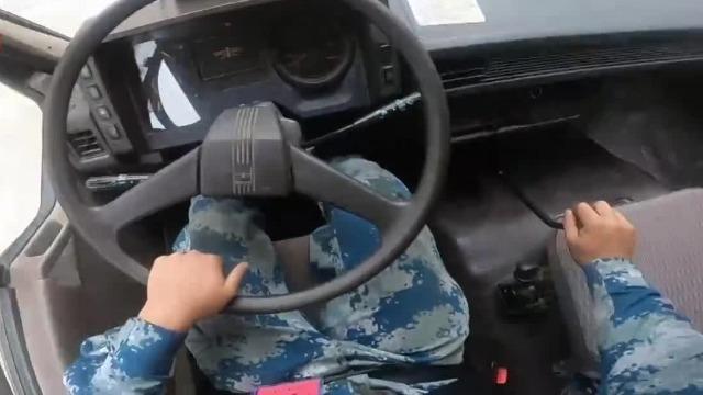 科目二太难?第一视角看军车司机极限掉头 仅用32秒!