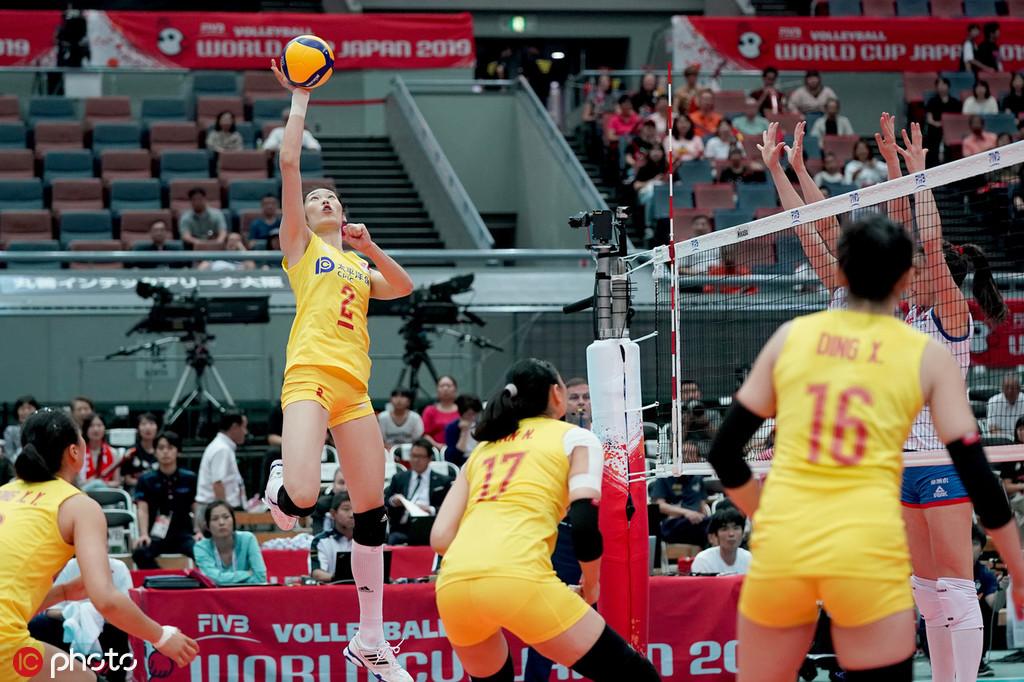 首局篮球赛0-2落后的中国靠对方失配扳成2平,4平后塞队凭借布萨的反击吊球6-4超出。