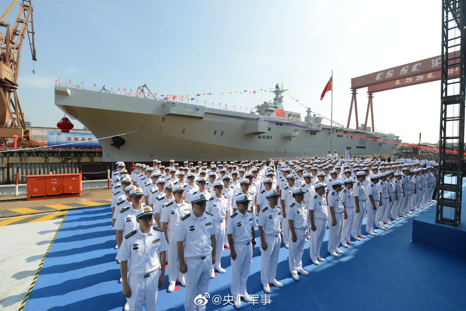 国产075两栖攻击舰举行下水仪式 仅中美能造