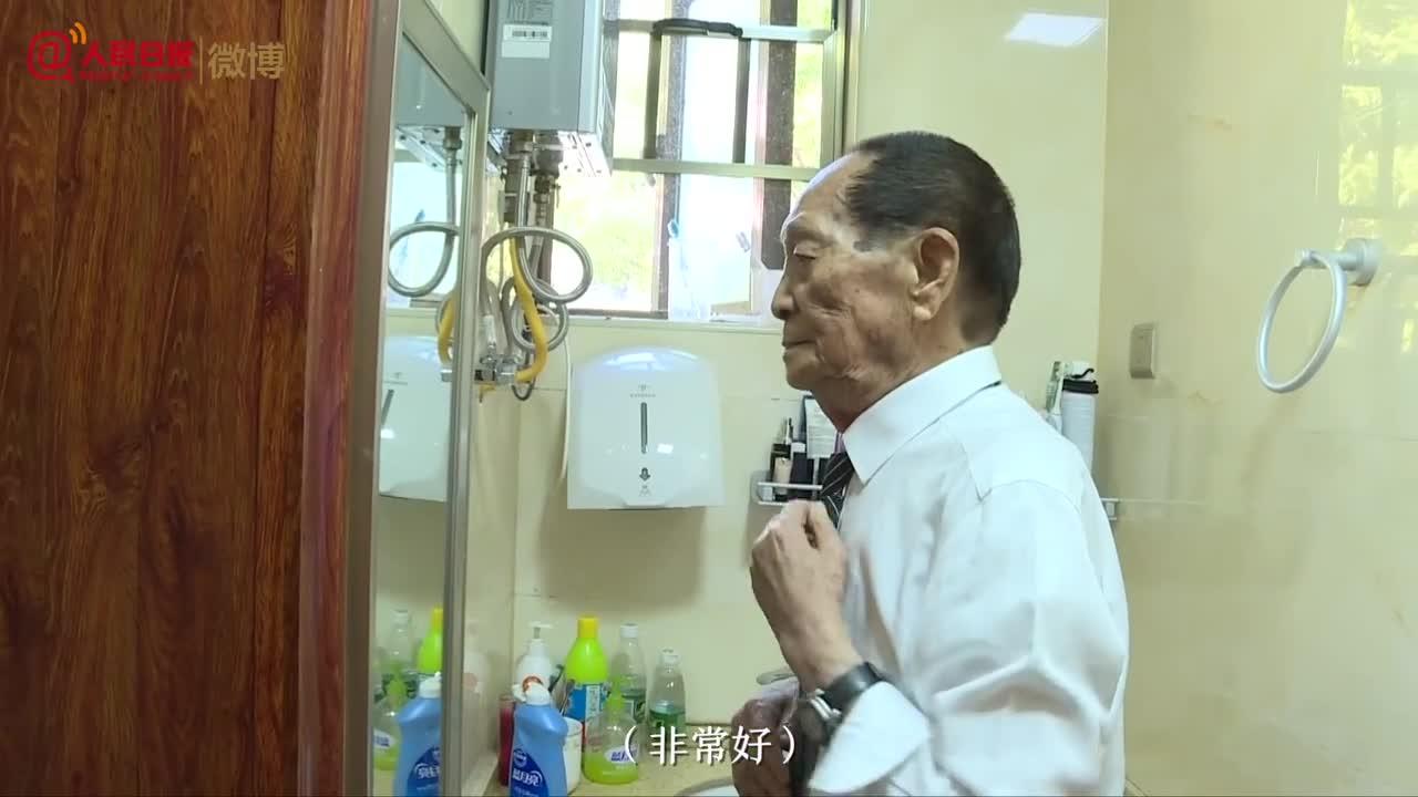 可爱的老人!袁隆平来京领奖前快乐得像个孩子