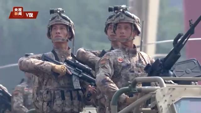 2019阅兵新步枪 新式步枪首次亮相国庆阅兵 可换弹药和辅助设备