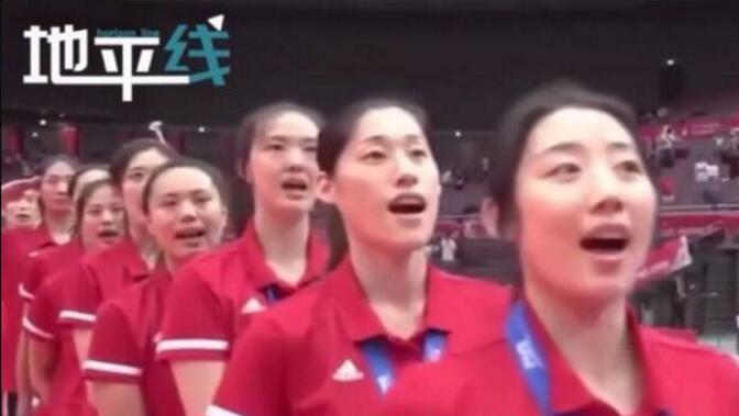 激动人心!11连胜卫冕世界杯 女排姑娘在日本高唱国歌