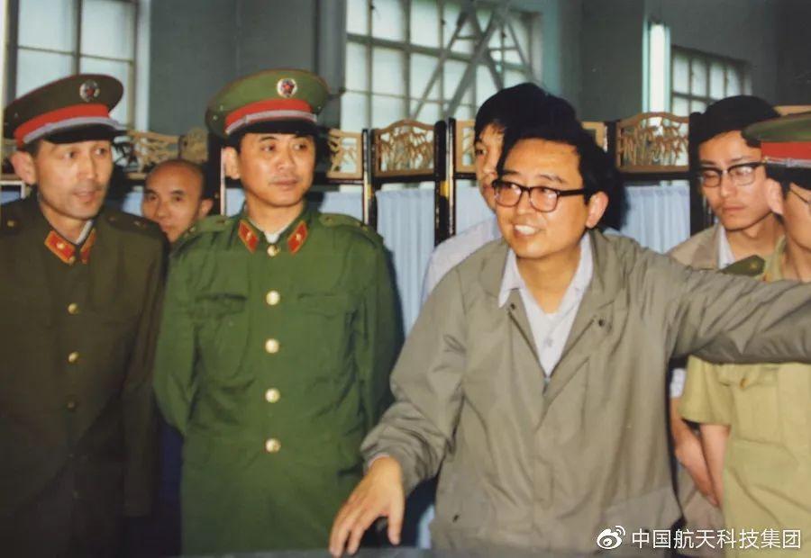 魏锺铨 年轻工作时照片