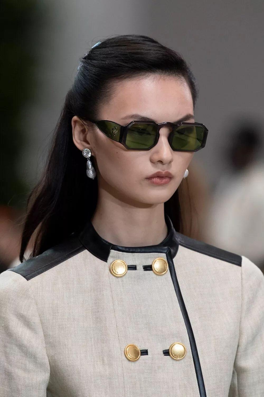 国际时装周走秀排行榜出炉,中国仙女贺聪再次惊艳!