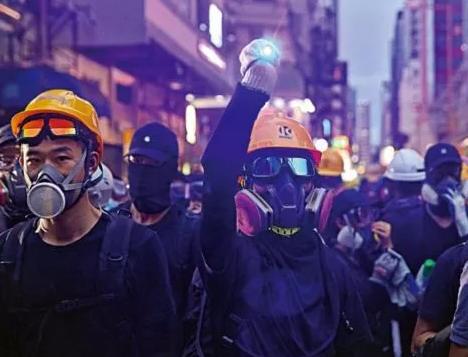 """""""禁止蒙面规例""""生效77人被捕 香港各界:必须又必要"""