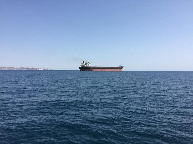 海上的油轮。