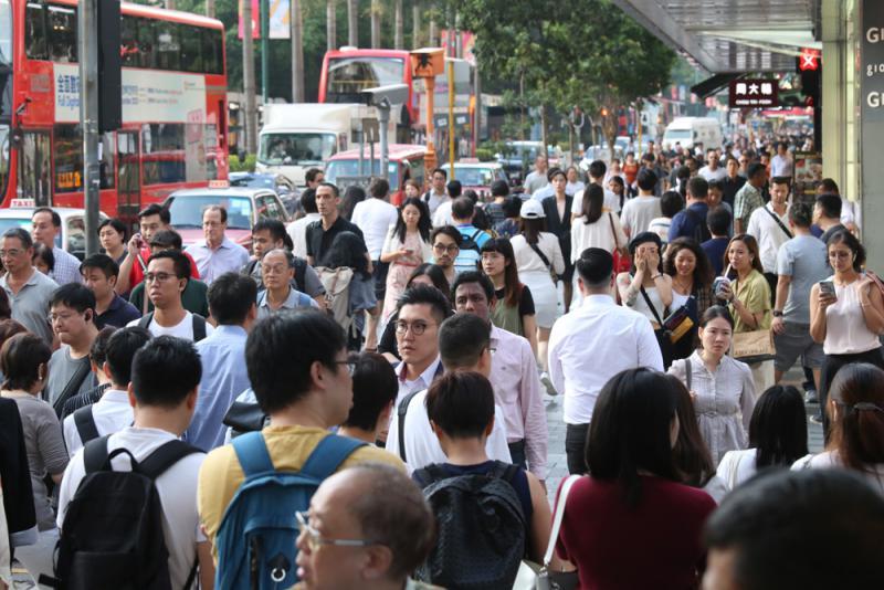 """暴徒發起""""全民口罩日"""" 香港市民幾無人響應"""