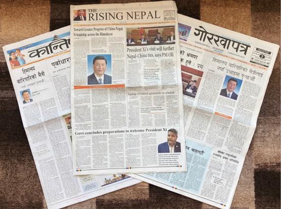 10月11日,尼泊尔3份报纸头版刊登习近平主席的署名文章,题为《将跨越喜马拉雅的友谊推向新高度》。