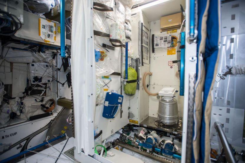 国际空间站上的厕所。(图片来源:NASA)