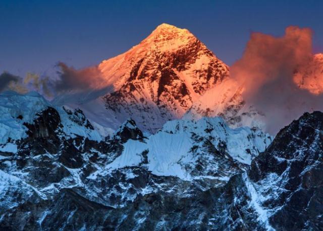 珠穆朗玛峰高度变化_中国与尼泊尔将重新测量珠穆朗玛峰高度_凤凰网资讯_凤凰网