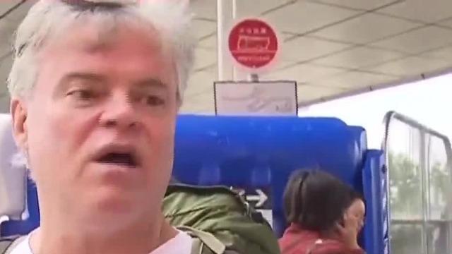 香港非法游行致往返西九龙高铁停运 外籍游客:很糟糕