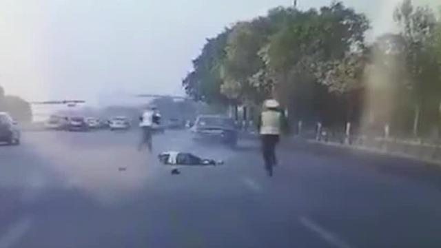 男子驾车撞击碾压民警致其死亡后逃逸 抓捕现场曝光