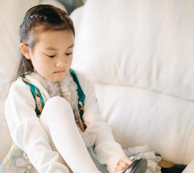 董璇發文為甜馨慶生 :寶貝兒快快樂樂的長大