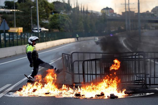 """被称""""美丽风景线""""的香港暴力示威 给了西方一记耳光"""