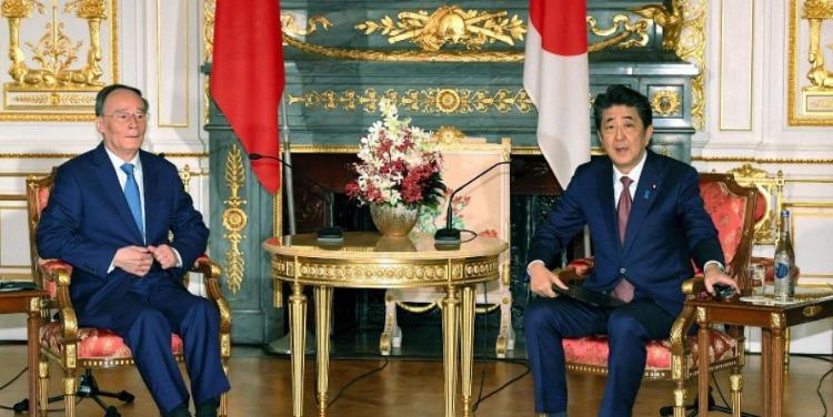 日本首相安倍晋三会见王岐山