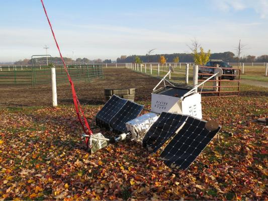 图为坠落的卫星装置。