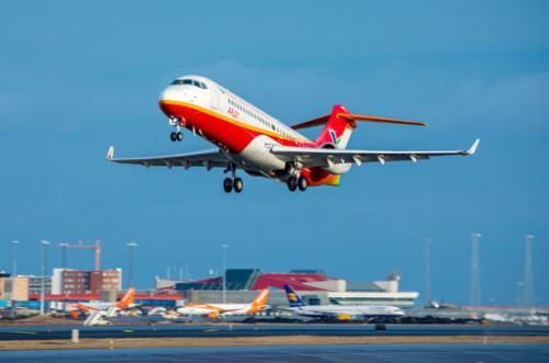 国产喷气支线客机ARJ21首次开通国际航线