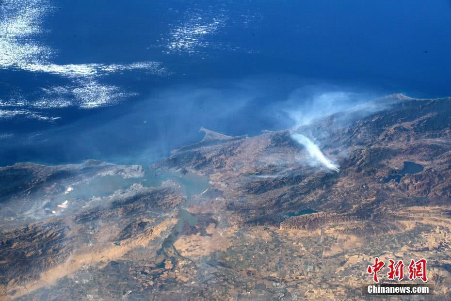 宇航員在國際空間站拍攝的美國加州野火照片公布