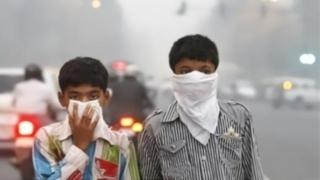 """印度变成""""毒气室"""" 印度高官却甩锅:是中国排毒气"""