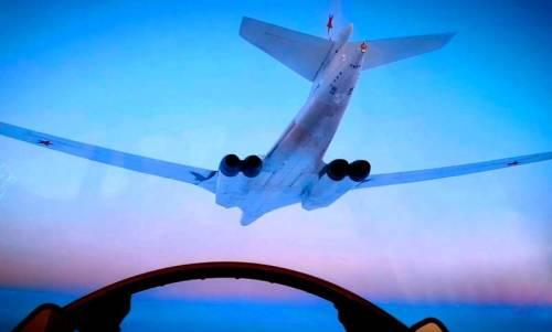 """F-35又丢人了:""""图160轰炸机太快了我追不上他"""""""
