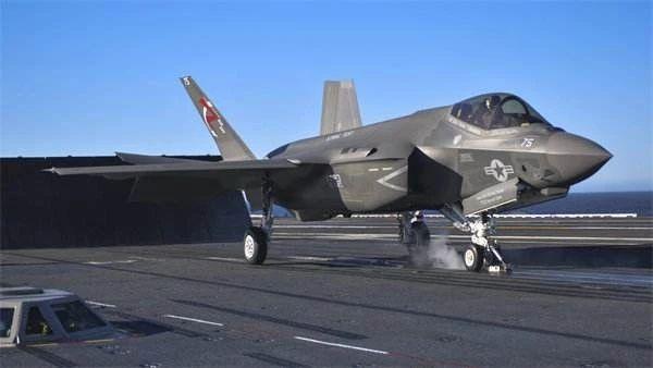 美国海军出现重大失误:新航母10年内无法使用F-35