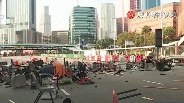 香港暴徒第4天堵路致交通瘫痪 有人向警员射箭