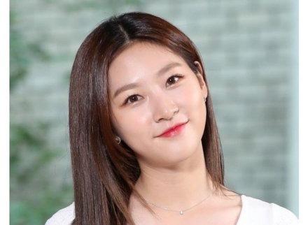 三年合同到期 韩艺人金赛纶将离开YG公司