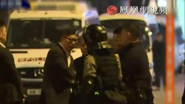 香港新警务处长到理大外视察 仍有暴徒试图突围
