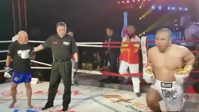 太极雷雷70秒KO里合腿大师 获胜后现场表演太极拳