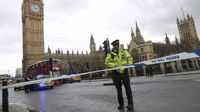 """回顾英国伦敦大桥恐袭事件 """"伊斯兰国""""组织宣布负责"""
