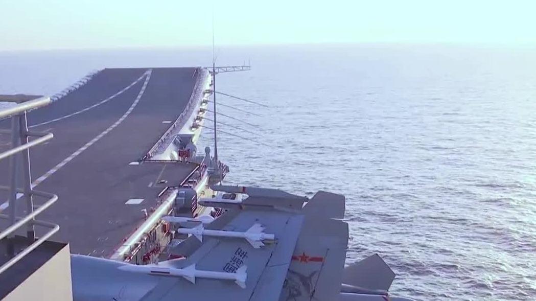 视频来啦!中国第二艘航母通过台湾海峡
