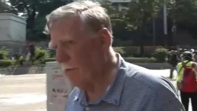 港媒追问在港外籍人士被怼:暴徒应该全部被击毙