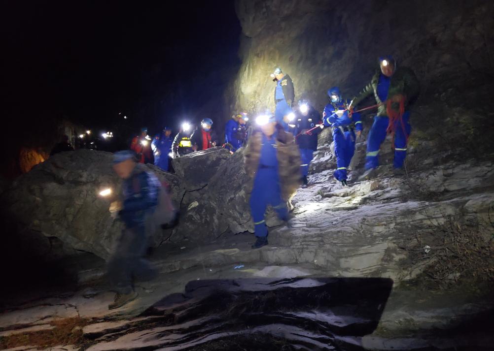 9级风中爬野山 北京女驴友被吹下悬崖遇难