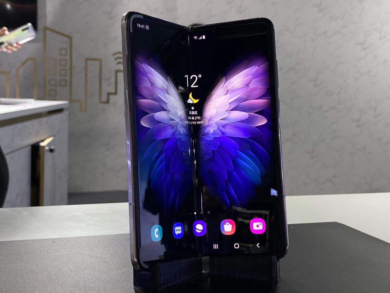 三星W20 5G发布:W系列首款5G折叠屏手机