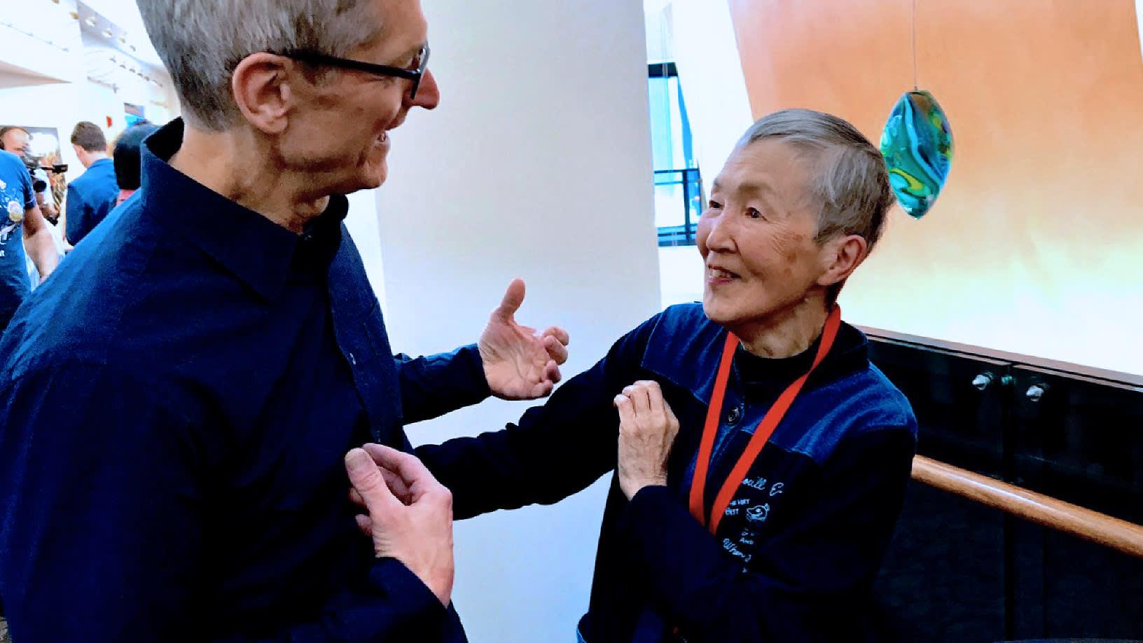 图1:若宫雅子与苹果CEO库克