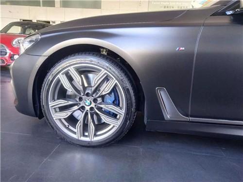 新BMW M760Li xDrive 穿着西装的暴徒85折